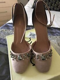Black and nude embellished shoes size 5