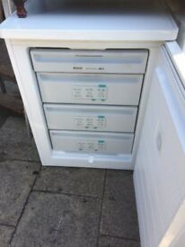 BOSCH UNDERCOUNTER FREEZER IN GOOD WORKING CONDITION