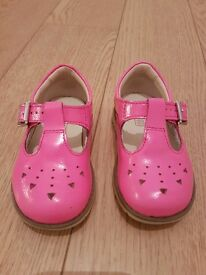 Girls Pink Clarkes shoes in size 4f. Used but still in great condition. Comes with box.