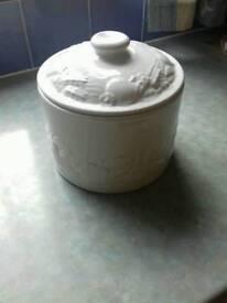 Storage jar storage container