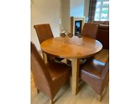Modern solid oak extendable dining table and four chairs in excellent condition