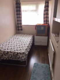 Single Room in Langley Green,Crawley - Easy to Commute to Gatwick & Manor Royal