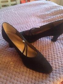 Lovely heel shoe
