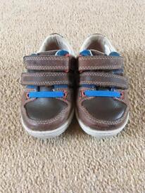 Clark's size 4H shoes