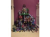 Monster High castle and 27 dolls with accessories