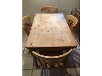 Pine kitchen table and 4 chairs. 122Lx75Wx78H.