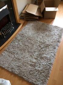 Silver/ Grey rug very good condition