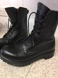 Men's black leather army military cadet boots 9 mint condition