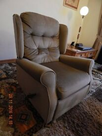 Pair of manually reclining armchairs