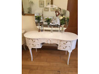 AN ELEGANT FRENCH LOUIE STYLE DRESSING TABLE WITH ORIGINAL TRIPLE MIRRORS AND STOOL