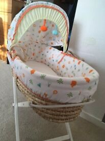 Moses basket in clean and good condition