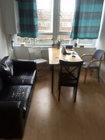 **AMAZING TRIPLE ROOM**SHADWELL**HUGE ROOM SHARE**
