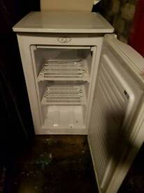 Under counter frigde and freezer to sell