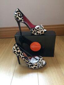 Karen Millen Leopard print stilleto shoes size 7 new