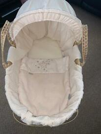Clair de lune Moses basket with stand & 2 cream fitted sheets