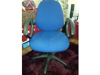 HIGH QIALITY PROPER OFFICE CHAIR LIKE NEW IN BLUE