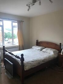 Large spacious room in North Acton