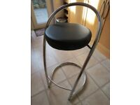 2 Black & Chrome Bar Stools in Excellent Condition