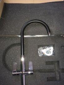 Adobe linear Nero kitchen tap