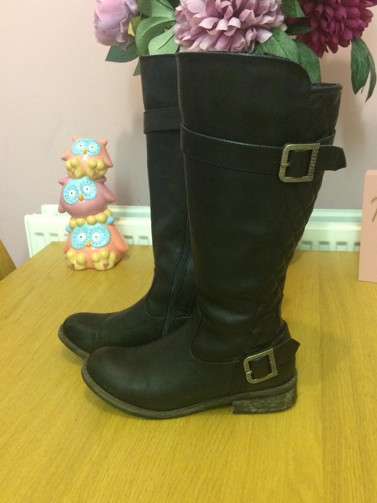 Ladies fire trap boots size 4