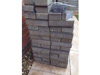 Grey paving bricks / Approx 90