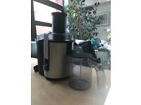 Powerful Philips HR1861 Aluminium Whole Fruit & Veg Juicer