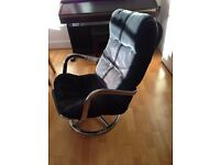 Stylish lounge arm chair with removable cover in used but good condition. Pickup only.