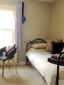 AVAILABLE NOW: Quiet single room to let, preferably to student, just off Mill Road.