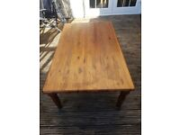 Large Coffee Table in Excellent Condition. Solid Pine Wood with Vintage Look.