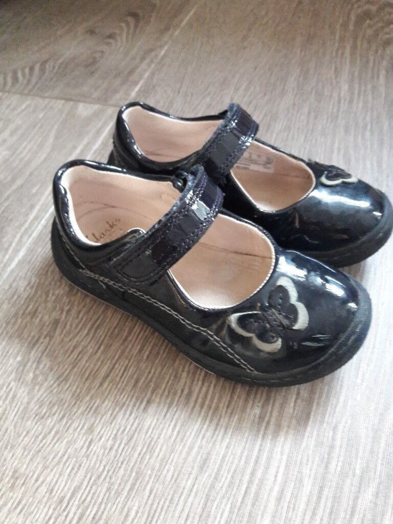 Size 5 1/2 F girls shoes