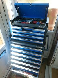 Nearly new six drawer tool chest and seven drawer roll cab in perfect condition
