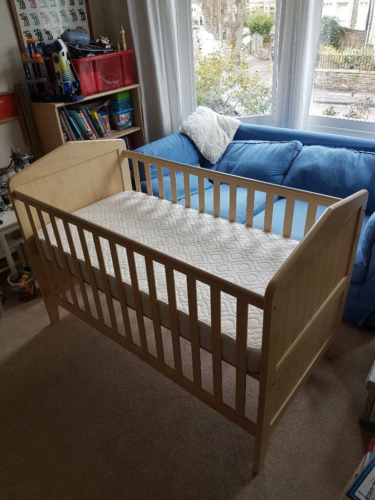 Mamas Papas Savannah Nursery Furniture Convertible Cot Bed Wardrobe And Chest Of