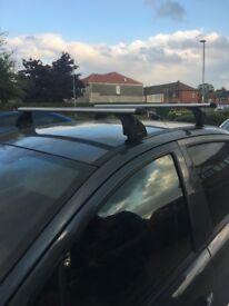 Thule locking roof bars (pair)