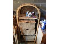 Wicker shelf includng 3 Free Baskets