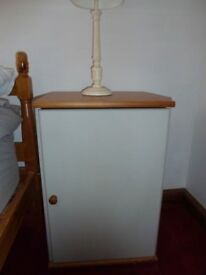 Bedside cabinet with shelf
