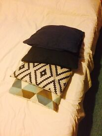 Selling 4 cushions for £5