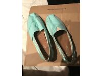 Brand new size 8 Toms