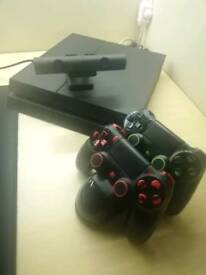 PS4 BUNDLE! 2x Controllers + Charging Station + PS Camera V2!!