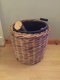 2 Wood baskets
