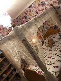 Single bed 4 poster solid pine with lace
