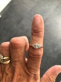 9ct gold and diamond ring size L