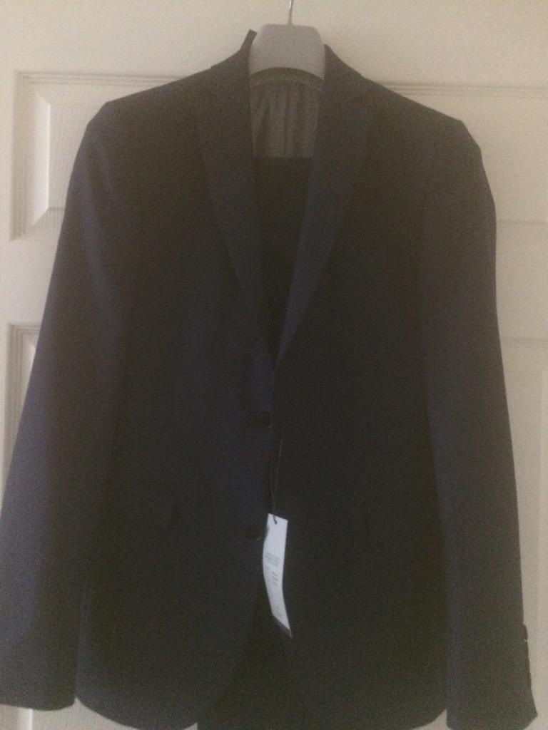 Gents suite new size 36 chest slim fit waist 30 bought from next cost130 bargain 40