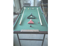 6ft x 3ft Snooker Table comes with complete set of snooker balls,Cue,Rests,Score Board