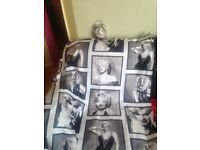 Marylin Monroe Shower curtain with matching clock in excellent condition