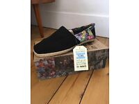 TOMS - Black Tropical, Rope Sole, size 12.