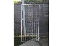 Solid metal gate + Can deliver