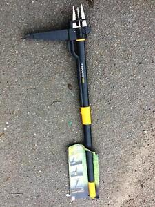 BNWT Fiskars Weed Puller W52 Newcastle West Newcastle Area Preview