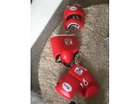 Winning sparring boxing set including gloves head guard and groin guard