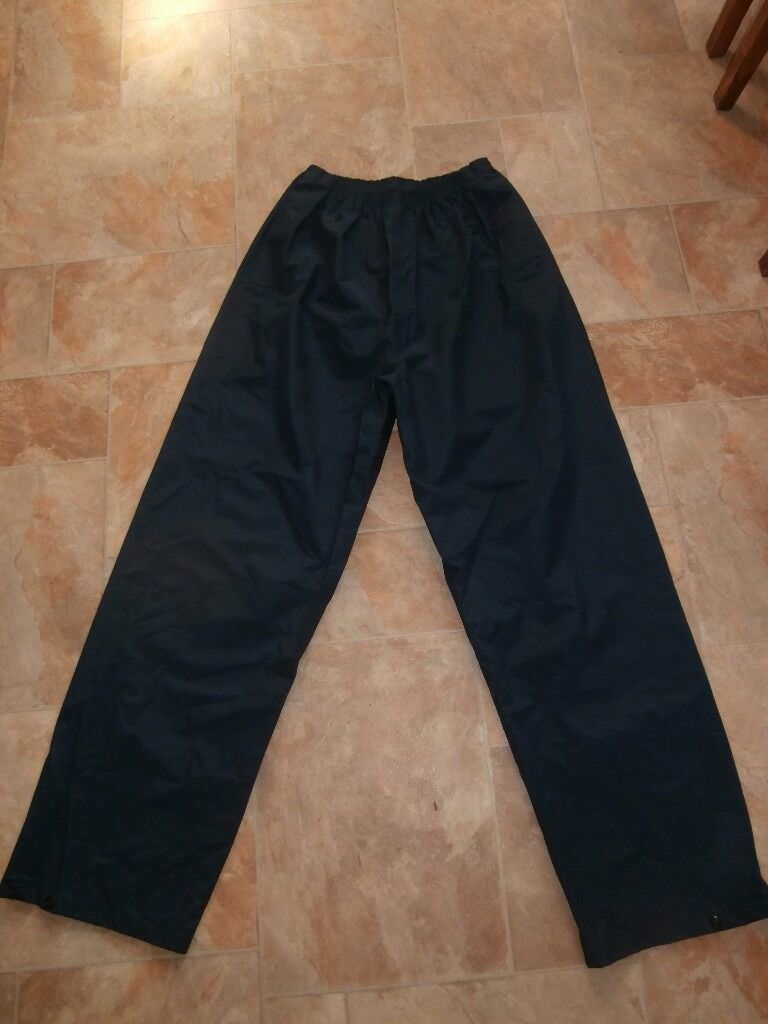 Peter storm waterproof mens navy blue trousers size largein Livingston, West LothianGumtree - For sale is good condition peter storm navy blue large mens trousers. smoke free. thanks for looking