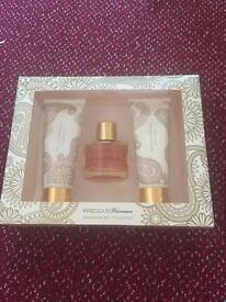 Selling a brand new perfume gift set
